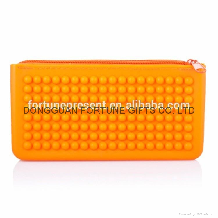 Candy color silicone pencil bag silicone zipper wallet 3