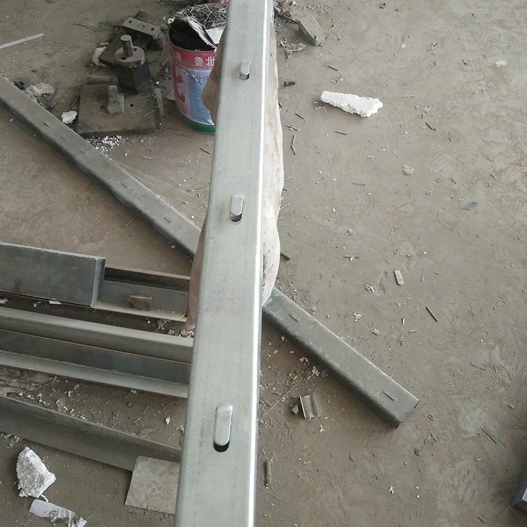 厂家直销刺绳立柱镀锌圆管立柱 1