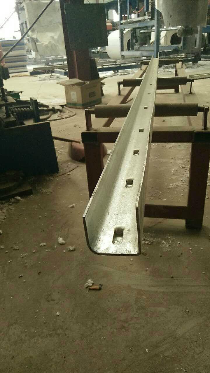 厂家直销刺绳立柱镀锌圆管立柱 3