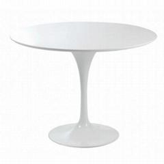 Designer Furniture Eero Saarinen tulip dining table