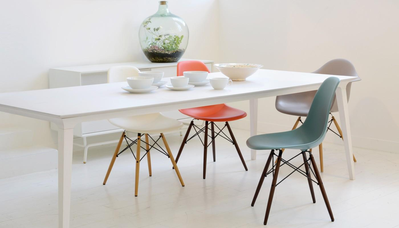Vitra classic Eames Plastic Side Chair DSW by Ray & Charles Eames 3