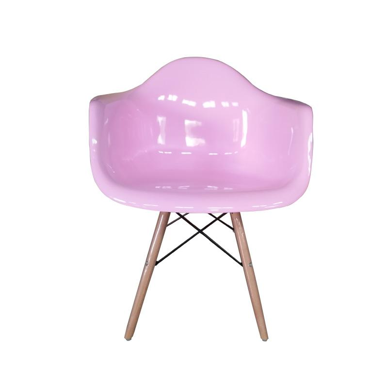 Charles and Ray Eames designed the DAW armchair 2