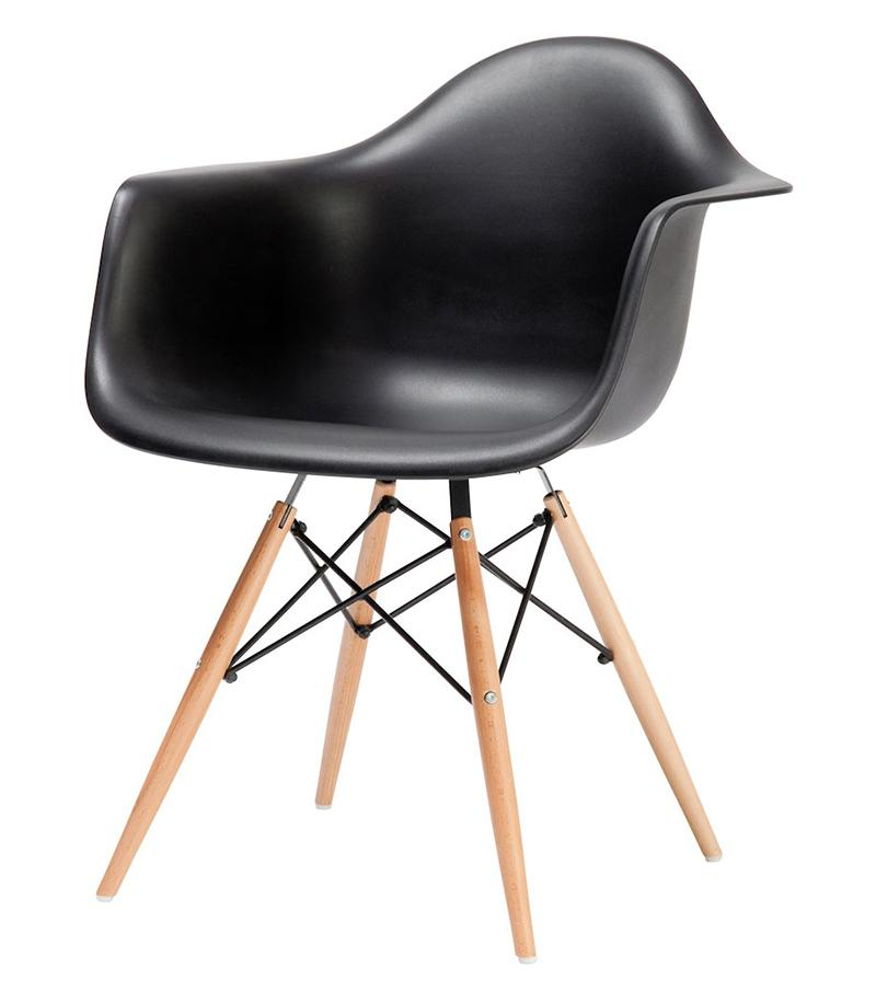 Charles and Ray Eames designed the DAW armchair 1