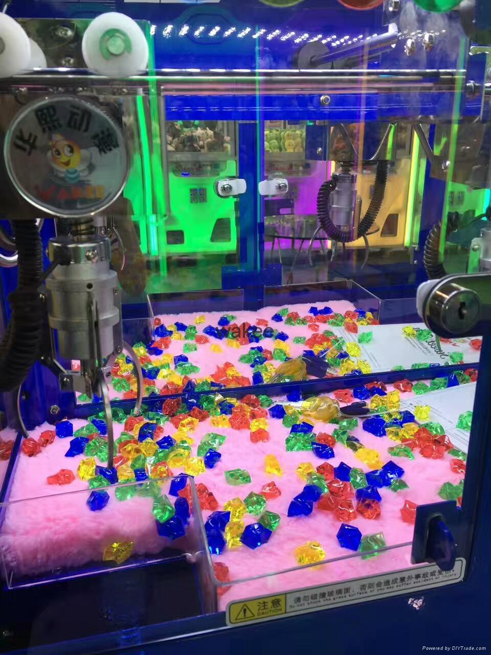2017 candy slot machine arcade game Magic House doll coin pusher machine for kid 2