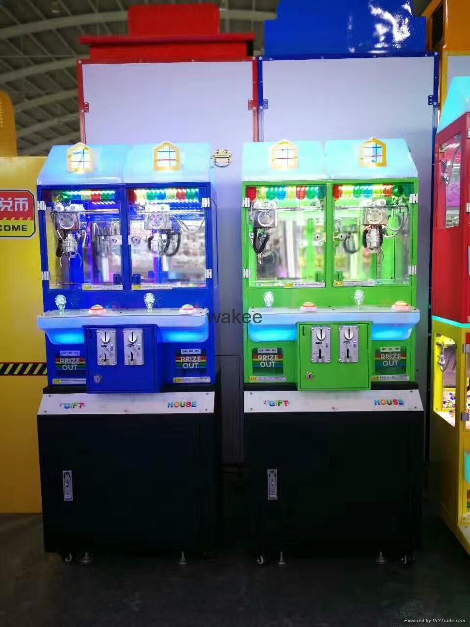 2017 candy slot machine arcade game Magic House doll coin pusher machine for kid 4