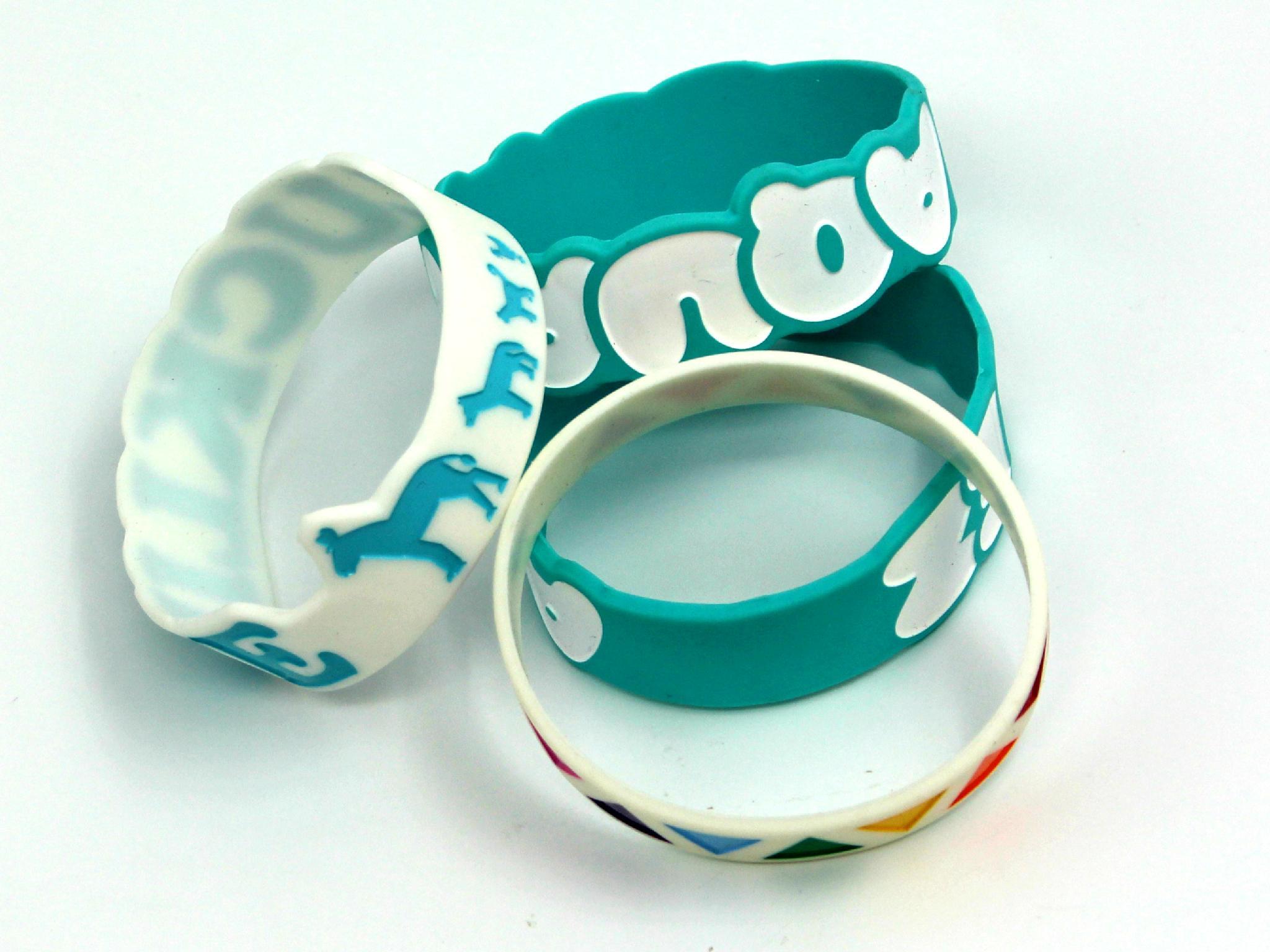 Wholesale cheap custom fashion accessories sports personalisable charm silicone  5