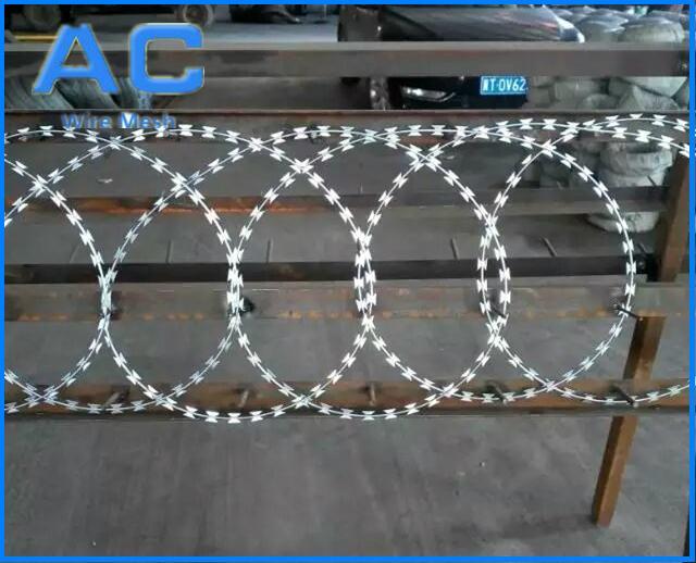 Hot Dipped Ga  anized Razor Barbed Wire