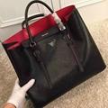 2017 Prada handbags Classic Fashion Lady