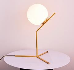 后现代台灯卧室床头灯北欧简约时尚圆球玻璃灯罩创意装饰