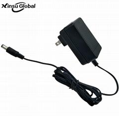 8.4V1A美規電池充電器 電加熱服充電器