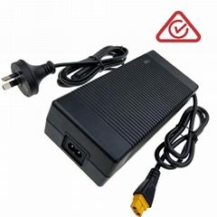 SAA RCM C-Tick認証 25.2V4A電池充電器