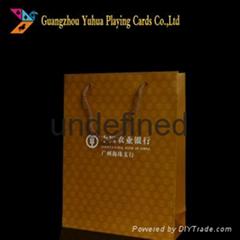 印着企业商标图案的高档纸购物礼品袋