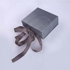 CUSTOM LOGO SILVER LUXURY WEDDING PAPER FLAT FOLDING GIFT BOX PACKAGING WITH RIB