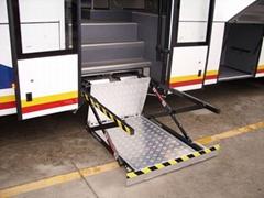 信德泰克城市客车用液压电动轮椅升降机残疾人升降台CE认证