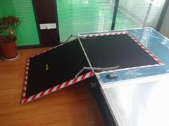 信德泰克低地板公交车用电动残疾人轮椅升降导板翻转式斜坡板