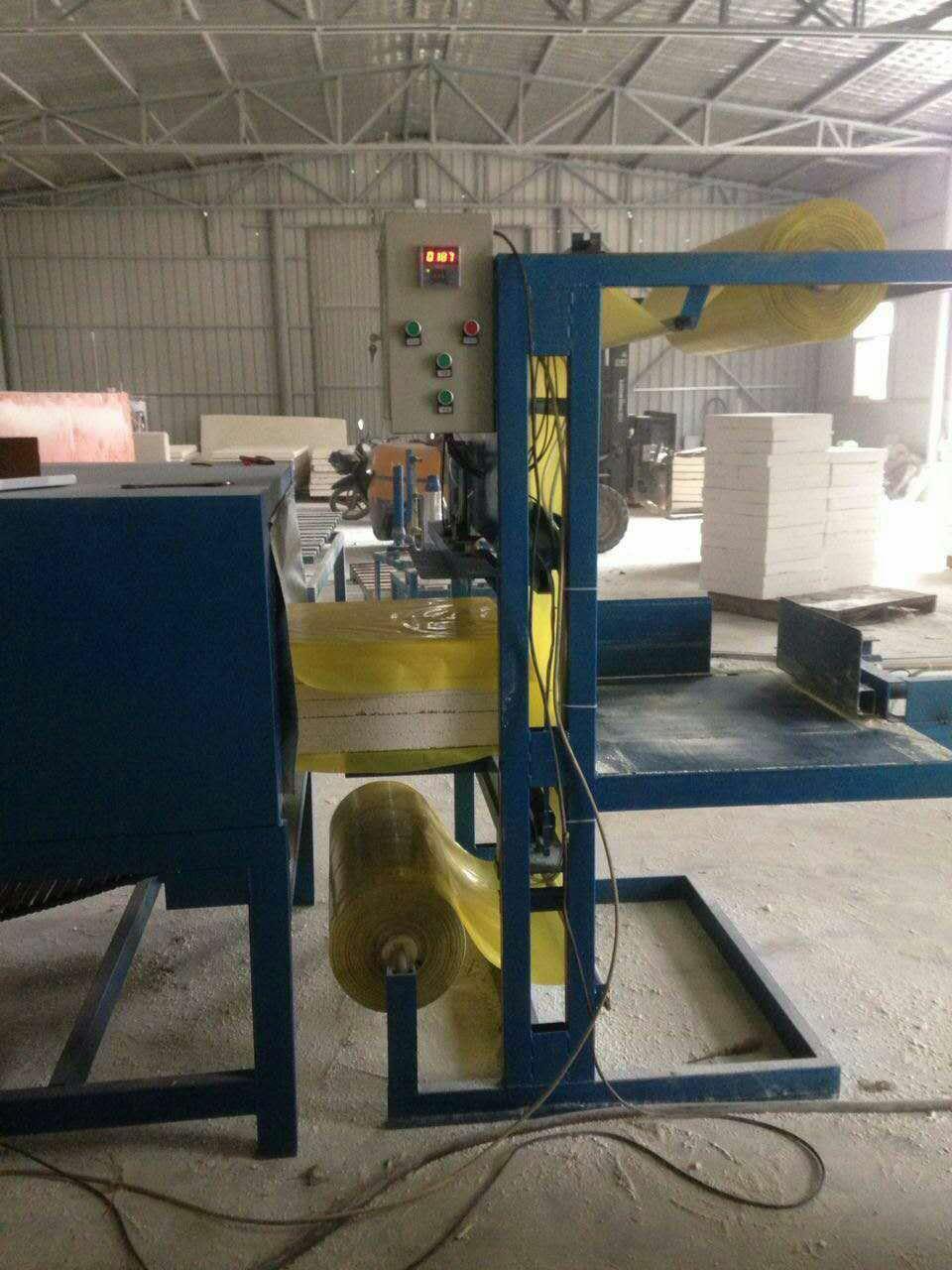 供应全自动水泥发泡保温板包装机 4