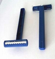 Twin blades disposable razors
