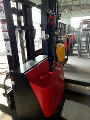 金盾3吨电动叉车液压搬运车厂家供应