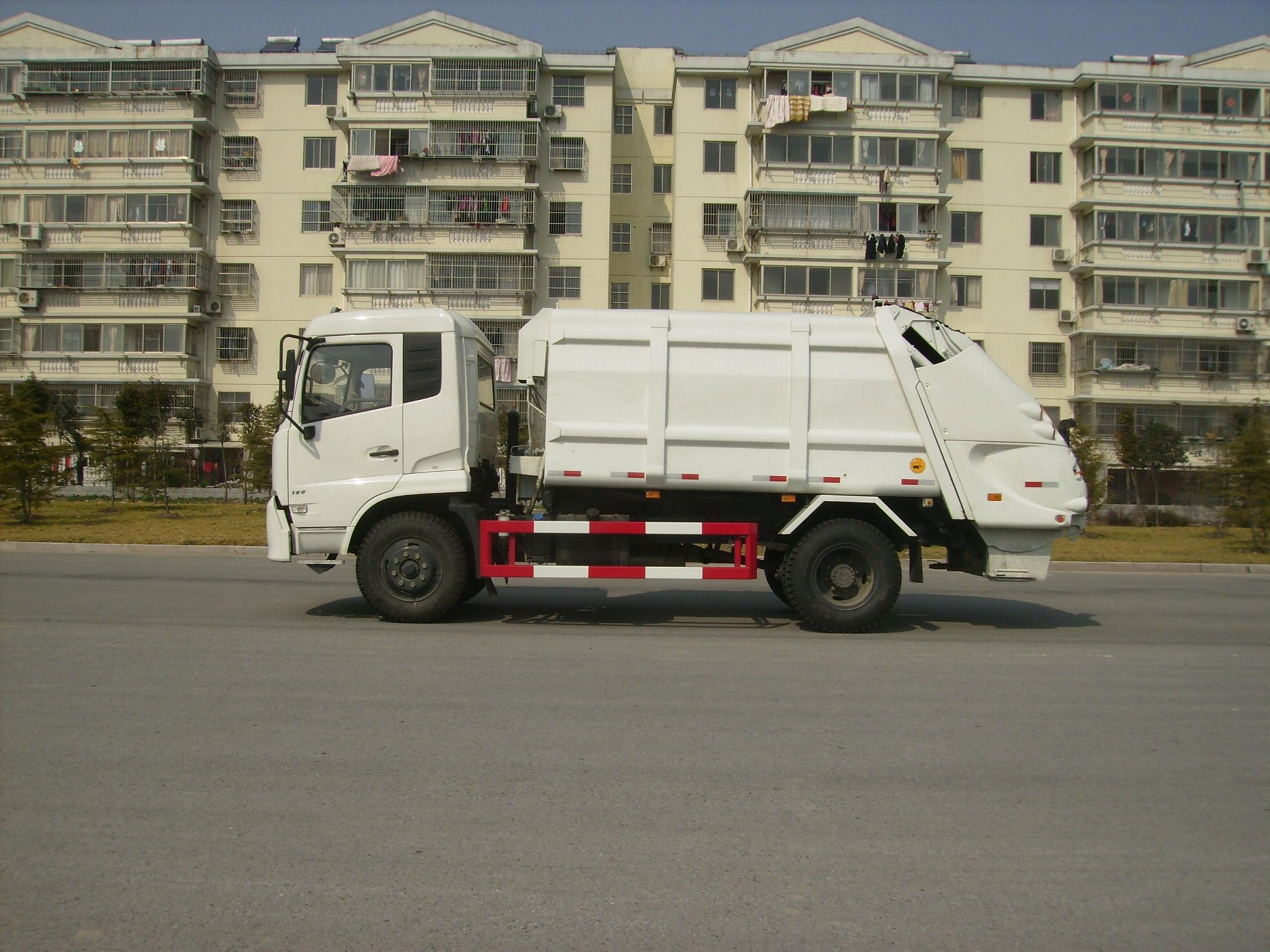 10T rear loading compressor garbage truck 0 1