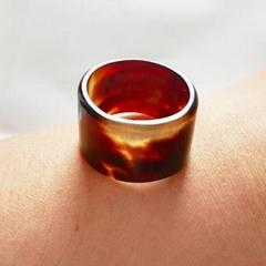 玳瑁色戒指