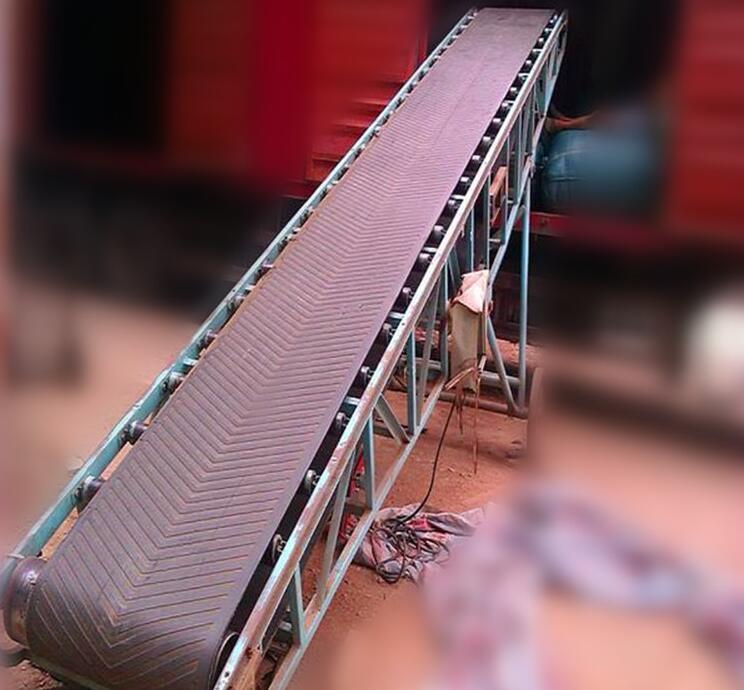 可移动角度可调节装卸皮带输送机 3