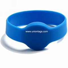 Cheap LF 125KHZ RFID wristband EM4200silicone wristband Brac