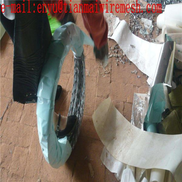 WHOLESALE HOT DIPPED RAZOR BARBED WIRE ELECTRIC RAZOR BARBED WIRE MESH 5