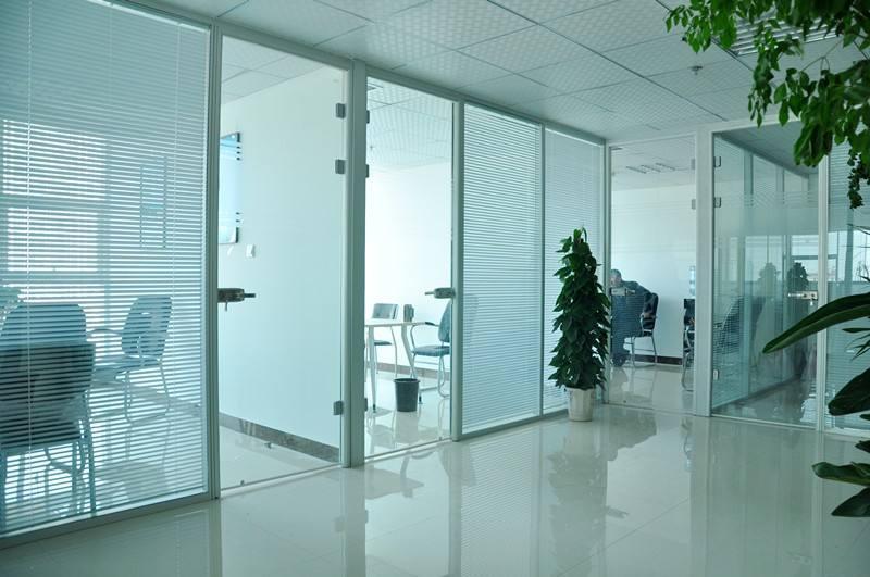 大量批发玻璃隔断墙铝合金型材 4
