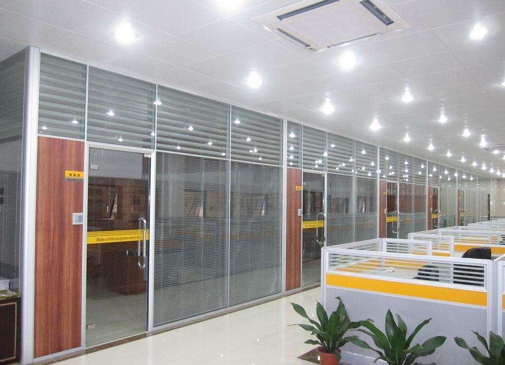 大量批发玻璃隔断墙铝合金型材 5