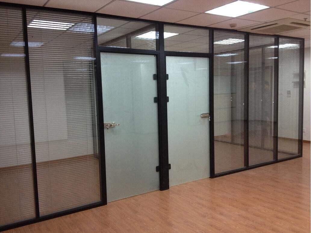 武汉办公室玻璃隔断 3