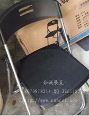 黑色折叠椅子