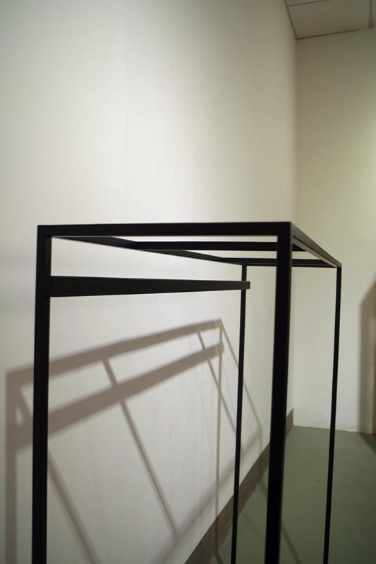 服裝展示架高架牆上展示架黑色 3