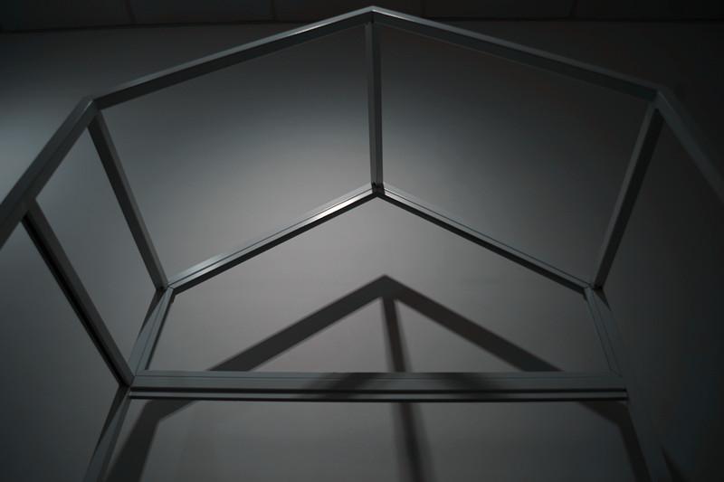 屋子形狀服裝展示架高架牆上展示架 4