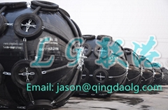 Pneumatic rubber fender for boats and docks