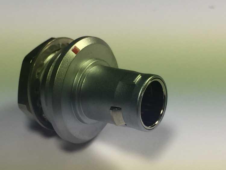 金属插头兼容FWG推拉自锁连接器 1