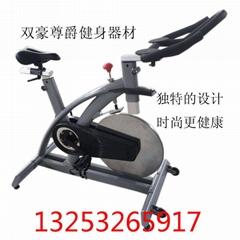 史帝飞动感单车按键即停式设计刹车更省力