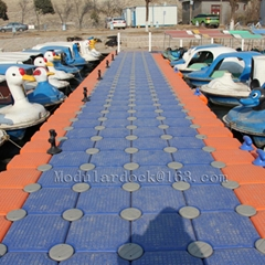 Modular floating pontoon