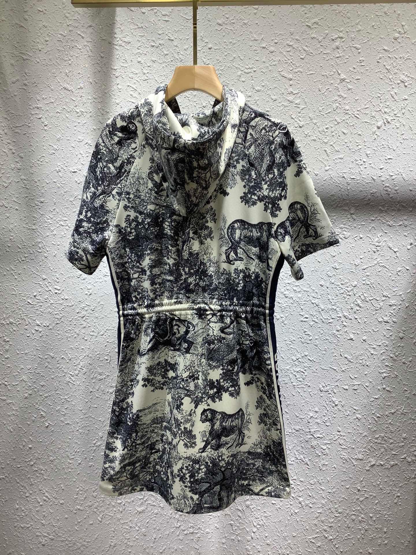 hot sale      women JEAN sweatshirt  hoodies 2021 spring winter dress S-M-L 18