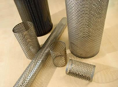 Candle filter with woven wire mesh or perforated metal has high filter precision