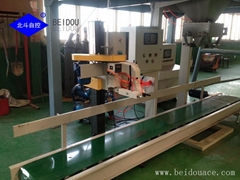 Fertilizer bagging machine