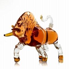 Hand Blown Prestige Bull Shaped Liquor Decanter 1000ml Glass Decanter for Alcoho