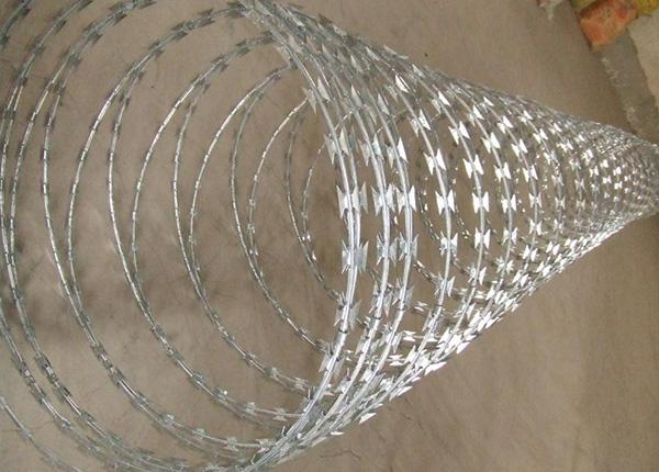 Ga  anized or PVC Coated Chain Link Fence 2