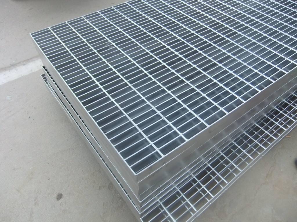 供应安平热镀锌钢结构网格板 1