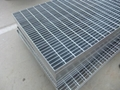 供应安平热镀锌钢结构网格板
