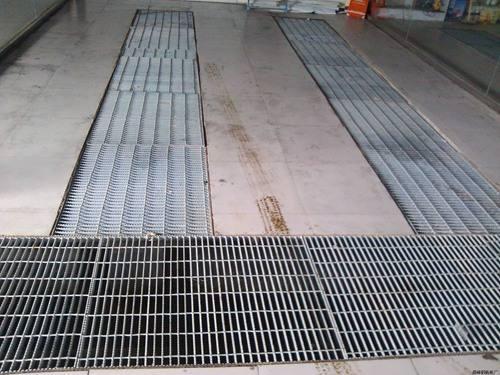 供应济南2.75厚不锈钢平台踏步网格板 1