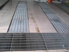 供应济南2.75厚不锈钢平台踏步网格板