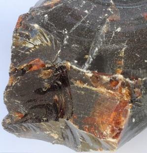 透明紅塊狀古馬隆樹脂 1