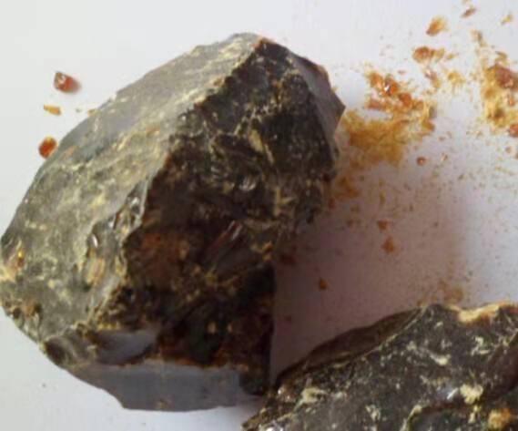 棕色塊狀古馬隆樹脂 1
