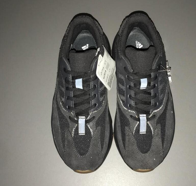 Adidas Yeezy Boost 700 V2 Utility Black Wave Runner Gum FV5304 Kanye West