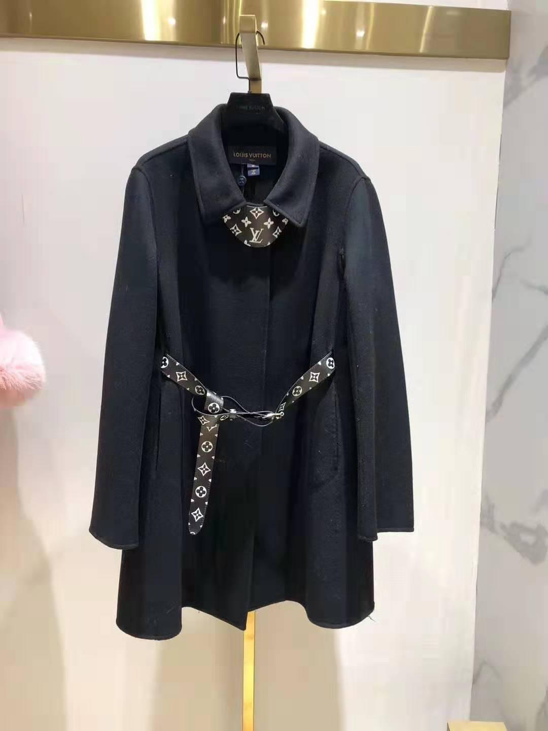 LV Belted Trapeze Coat Monogram canvas belt the traditionnal cape shape 10